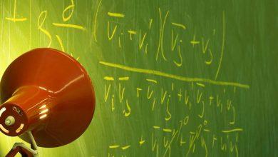 Algorithmen entstehen aufgrund komplexer Berechnungen und Analysen. @Roodini / photocase.de